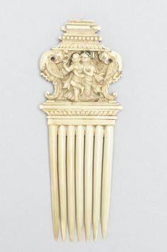 A rare Indian erotic ivory Comb -  Tanjore, mid-18th Century