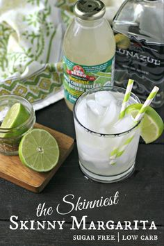 The Skinniest of all Skinny Margaritas. Totally free of sugar, low carb and mixed together in just a couple minutes! Last night I mixed this store-bought limeade (that is organic, all natural and 0 calories, 0 carbs and 0 sugars - what! Low Carb Cocktails, Cocktail Recipes, Low Calorie Tequila Drinks, Low Sugar Alcoholic Drinks, Healthy Cocktails, Drinks Alcohol, Diet Drinks, Alcohol Recipes, Fun Cocktails