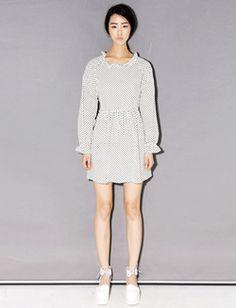 Today's Hot Pick :ラブリードット柄襟・袖口フリルワンピース【BLUEPOPS】 http://fashionstylep.com/SFSELFAA0006696/bluepopsjp/out ラブリーなドット柄のミニ丈ワンピースです。 襟と袖口のフリルデザインがアクセント☆ ウエストから裾にはシャーリングがタップリ入って乙女チックです♪ ボリューム感のあるデザインなので着心地は抜群! キュートなドット柄、チェック柄、ブルーの3カラーをご用意しました。 フリーサイズです。 身長によって着丈感が異なりますので下記の詳細サイズを参考にしてください。 ◆3色: ドット柄/チェック柄/ブルー