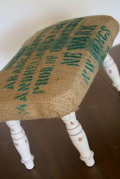 A Diamond in the Stuff: Burlap Sack Stool Burlap Projects, Burlap Crafts, Diy Craft Projects, Craft Ideas, Diy Footstool, Diy Ottoman, Ottoman Ideas, Coffee Bean Bags, Coffee Sacks