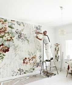 i've been swooning over cupcakes + cashmere's new powder room. mostly the wallpaper which is called dark floral and is by ellie cashman.