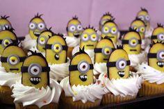 Minion Cupcakes by ~SpoonyBakesCake on deviantART that use Milano cookies
