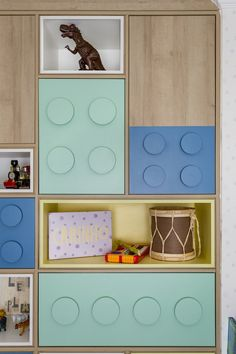 Quarto Infantil | Tema Lego - Vestida de Mãe por Fernanda Floret Boys Room Decor, Kids Bedroom, Bedroom Decor, Funky Furniture, Kids Furniture, Minimalist Kids, Lego Room, Toy Rooms, Kid Bedrooms