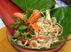 Banana flower salad, or Nộm hoa chuối, is a popular salad in Vietnam. Fresh banana flowers, carambolas and chicken combine for tangy, fresh and spicy flavors. Vietnamese Cuisine, Vietnamese Recipes, Asian Recipes, Ethnic Recipes, Chef Recipes, Healthy Recipes, Great Dinner Ideas, Banana Flower, Fresh Herbs