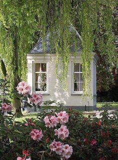 Depósito Santa Mariah: Garden Shed! Little Cottages, Little Houses, Outdoor Rooms, Outdoor Gardens, Unique Garden, Pergola, Gazebos, She Sheds, Garden Structures
