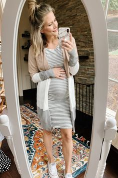 Bump Style: Second Trimester Outfit Ideas - my kind of sweet Maternity Work Clothes, Cute Maternity Outfits, Stylish Maternity, Maternity Tees, Maternity Dresses, Casual Pregnancy Outfits, Pregnancy Tips, Early Pregnancy, Cute Pregnancy Clothes