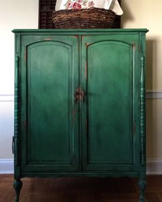 Have you been on Pinterest lately? It's so inspiring! This cabinet done in Amsterdam Green Chalk Paint™ stopped me in my tracks.    This strong, deep green takes inspiration from the painted shutters and doors of Amsterdam. It works particularly well with whites and creams and botanical imagery and plants, as well as looking brilliant with earthy yellows and reds – try teaming it with Primer Red, Arles and Old Ochre. It's also makes a great backdrop to cool blues, such as Provence, Giverny…