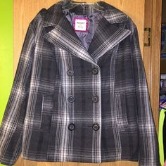 Grey Plaid Winter Coat Keeps you very warm in winter. In perfect condition, hardly worn. Retails $60.  ✨Please make all negotiations through the offer button✨ Old Navy Jackets & Coats Pea Coats
