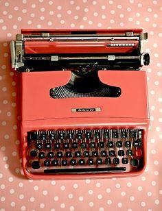 antique typewriters pinterest | Typewriters ♥ Vintage ♥ Typewriters / Pink typewriter