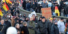 Nach Sex-Angriffen in Silvesternacht: So machten sich Pegida und Hooligans in Köln lächerlich