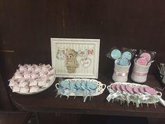 Idéias do que servir e como organizar uma mesa legal para receber as visitas na maternidade, tanto para meninos como para meninas