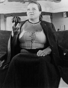 "Marianne Sagebrecht in "" Bagdad Cafe "" I Movie, Movie Stars, Bagdad Cafe, Avant Garde Film, Wow 3, Cinema Actress, Film Inspiration, Chef D Oeuvre, Strong Women"