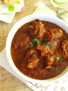 Chicken Kolhapuri: Bold, and spicy is what defines this chicken curry. recipe has 359 cal, protein Veg Recipes, Spicy Recipes, Curry Recipes, Indian Food Recipes, Asian Recipes, Chicken Recipes, Cooking Recipes, Recipies, Baked Chicken