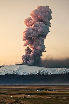 hi, im Patrycja. - Eyjafjallajokull, Iceland, eruption 2010