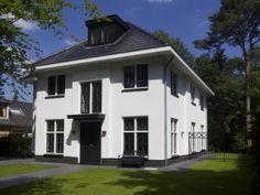 Wit gestucte villa met garage