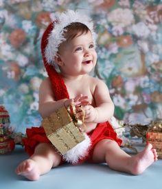 Especialista em fazer fotografias de bebês recém-nascidos, o fotógrafo Roni Sanches caprichou em seu ensaio mais recente. Ele clicou bebês em clima de Natal, e o resultado é uma foto mais bonita que a outra.  Nas imagens, os pequenos aparecem em …