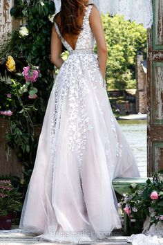 Beautiful V-neck Tulle Floor-length Appliques Lace ==