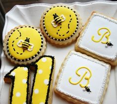 bumble bee cookies (could make fondant bees instead of freehanding them)
