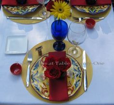 BRILLIANT ITALIAN Tablescape. Beautiful Table Setting, but the full size photo that I pinned is sideways.