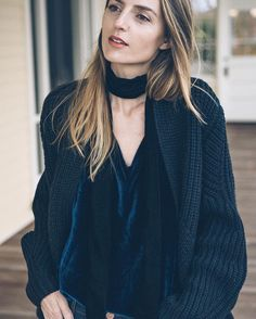 @jessannkirby paired a cozy sweater with a pretty velvet cami and cool-girl skinny scarf for a look we absolutely ❤️