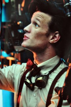 I never noticed it before, but Matt Smith has a gorgeous profile, doesn't he? <----- Yes! <--- HE HAS GOGGLES