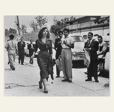 """(foto) Nacho Lopez, De la serie """"Bella mujer en Madero"""" 1953"""