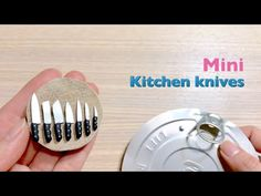 Best Ideas for doll house kitchen diy miniature tutorials Dollhouse Miniature Tutorials, Miniature Crafts, Diy Dollhouse, Miniature Dolls, Dollhouse Miniatures, Doll House Crafts, Doll Crafts, Mini Kitchen, Miniature Kitchen