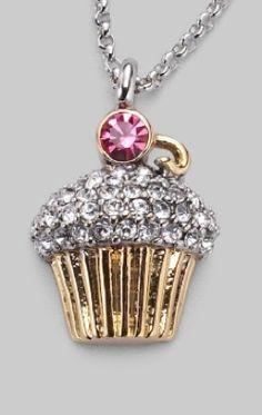 Juicy Couture cupcake necklace, I love their costume jewelry! Cute Jewelry, Jewelry Box, Jewelery, Jewelry Accessories, Jewelry Making, Weird Jewelry, Juicy Couture Necklace, Juicy Couture Charms, My Funny Valentine