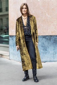 Check out the best street style looks shot by Sandra Semburg at Paris Fashion Week Spring/Summer Fashion Week Paris, Fashion Weeks, Street Style Fashion Week, Best Street Style, Street Chic, Japan Fashion, Paris Street, Fashion Tips, Fashion Trends