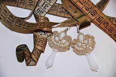 Cukorpalantak / Béžovo-biele soutache aj pre nevestu