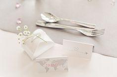 Custom made wedding stationery by www.makeadesign.fi / Photo: Studio Happy Moment / häät hääkattaus matkateemaiset häät travel themed wedding