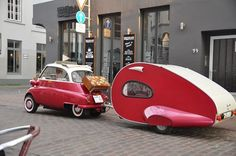 Vintage BMW Isetta car with his little teardrop camper. Microcar, Vintage Caravans, Vintage Travel Trailers, Vintage Airstream, Bully Vw, Bmw Isetta 300, Bmw X3 F25, Tiny Trailers, Classic Trailers