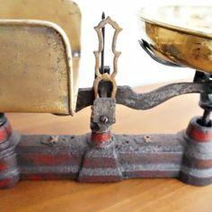 ANTIGUA BASCULA HIERRO DESGASTADO ROJA 4 Scale, Iron, Antigua, Red, Colors
