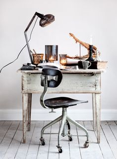 would be a cute little desk for a guest room