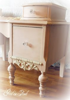 5/1 Old White, Scandinavian Pink mix...Old White on the details.  Clear and Dark Waxed