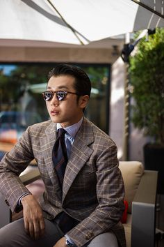 """8eb5550ad0 We are happy to see one of the best dressed men in the world of wearing a  Viola Milano """"Striped Shantung"""" tie."""