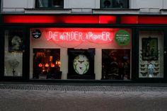 Berlijn is doorspekt van vreemde plaatsen en winkeltjes. Hier zie je 'Die Wunder Kammer', een shop met de meest uiteenlopende en opmerkelijke snuisterijen (c) Naomi Steemans
