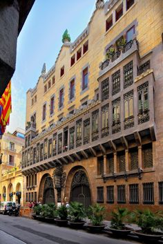 Facade. Palau Güell. Antoni Gaudi. Barcelona, Catalonia. 1886-1888.