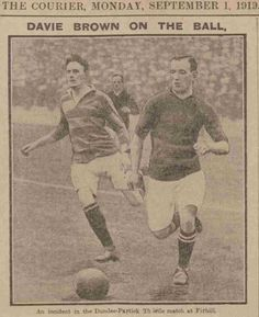 Partick Th. 1 Dundee 0 in Sept 1919 at Firhill. David Brown storms forward for Dundee #ScotDiv1