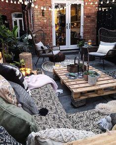 garden seating Theresa Gromski on Inst - gardencare Garden Seating, Outdoor Seating, Outdoor Rooms, Outdoor Living, Outdoor Decor, Garden Sofa, Terrasse Design, Patio Design, Apartment Patio Gardens