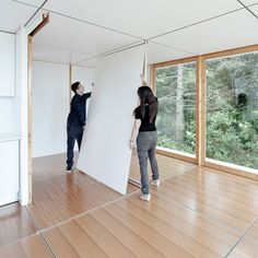 Colocación de paneles de división en interior de casa