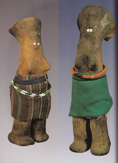 Zulu male figures (udoli) wearing imitsha made by Hluphekile MaMchunu Zuma Photo by Action Photos. Zulu clay doll (udoli) Photo by Hershel Mair. Zulu, Cultural Artifact, Samana, Tribal Art, Yard Art, African Art, Fertility, Planting, Wind Chimes