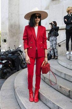 El clásico que triunfa - el Traje Sastre. Lo Mejor de Street Style. El traje de pantalón - es una tendencia absoluta y una excelente solución no solo para la oficina, sino también para la vida cotidiana.