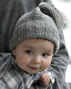 Denne skønne hue er klart en favorit her på redaktionen. Knitting For Kids, Baby Knitting Patterns, Big Yarn Blanket, Crochet Baby, Knit Crochet, Baby Hat And Mittens, Baby Barn, Crochet Circles, Toddler Dolls
