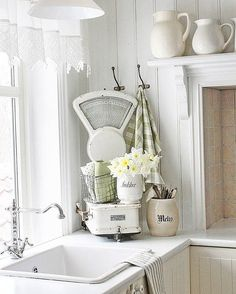 Jeanne d'Arc Living - French style with Nordic palette Country Kitchen Inspiration, Home Decor Inspiration, Decor Ideas, Interior Design Kitchen, Interior Decorating, Spring Kitchen Decor, Vibeke Design, Cottage Kitchens, Cottage Design