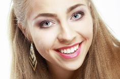 Todos estamos de acuerdo en que una sonrisa blanca es mil veces más bonita que una amarilla o de dientes manchados. La buena noticia es …