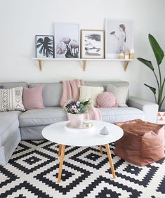 Can we talk about how pretty this living room is? Can we talk about how pretty this living room is? The post Can we talk about how pretty this living room is? appeared first on Wohnzimmer ideen. Living Room Grey, Small Living Rooms, Living Room Designs, Living Area, Modern Living, Simple Living, Living Room Ideas Pink And Grey, Pastel Living Room, Decor Room