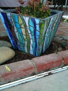 Mosaic Flower Pot in Beach Colors- perfect for a house by the sea Mosaic Planters, Mosaic Garden Art, Mosaic Tile Art, Mosaic Flower Pots, Mosaic Artwork, Pebble Mosaic, Mirror Mosaic, Mosaic Diy, Mosaic Crafts