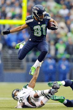 he is a BAD dude! November - Seahawk WR Golden Tate on ESPN photos of the day. i went to this game Seahawks Gear, Seahawks Fans, Seahawks Football, Best Football Team, Seahawks Players, Nfl Seattle, Seattle Seahawks, Seattle Pride, Nfl Memes