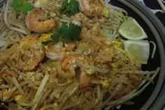 Ivy's Gluten Free Pad Thai  http://www.fearlessdining.com #padthai #glutenfree #dinnerrecipes